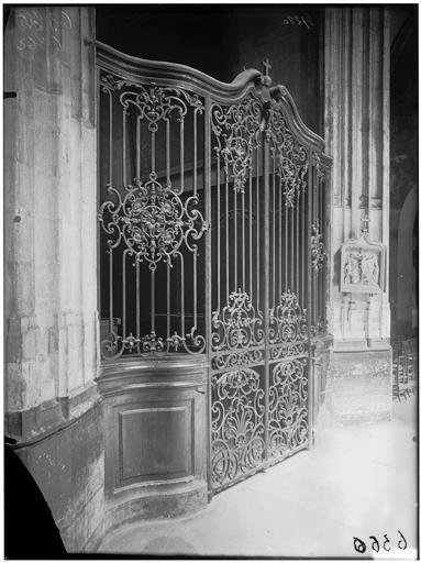 Intérieur, grille de la chapelle