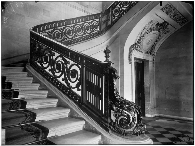 Départ de rampe d'escalier