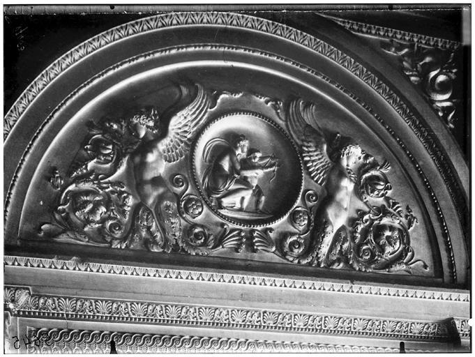 Intérieur, bas-relief du tympan
