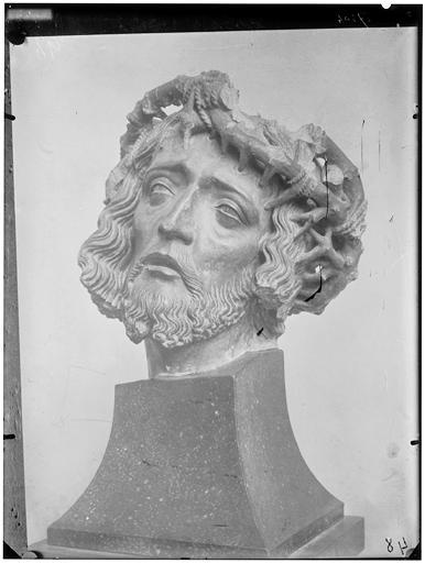 Tête de Christ, sculpture