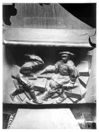 Miséricorde de stalle : un architecte (identifiable à ses instruments, l'équerre et le compas) et son assistant, personnification de la guilde des architectes