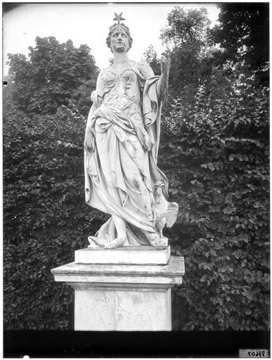 Junon, statue dans le parc