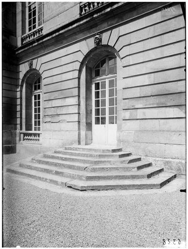 Salon des Ambassadeurs : façade ouest