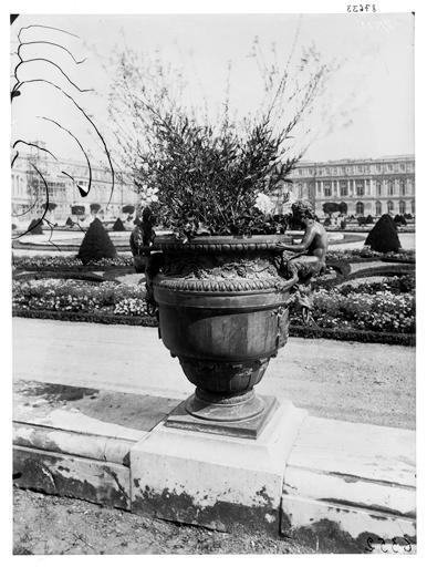Parterre du Midi : vase