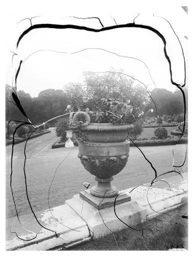 Parterre du Nord : vase dans le parc