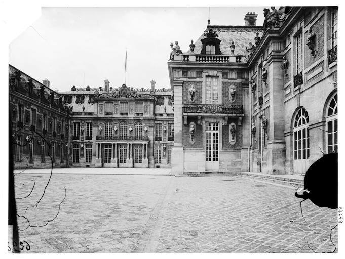 Cour de marbre : façade sur cour