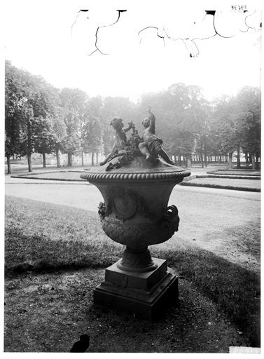 Vase dans le parc