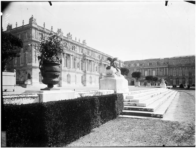 Terrasse centrale : Enfant au sphinx