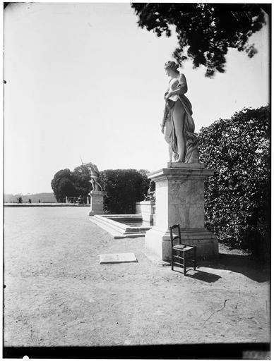 Parterre d'eau, fontaine de Diane : Vénus, statue dans le parc