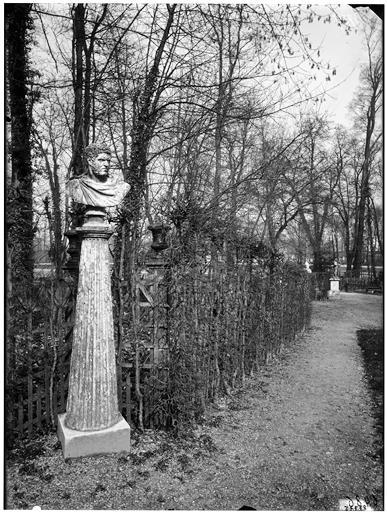 Bosquet de l'Arc de triomphe : Empereur romain