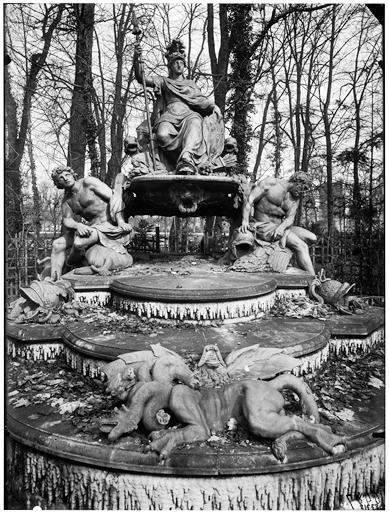 Bosquet de l'Arc de triomphe : La France victorieuse, la France triomphante, groupe sculpté