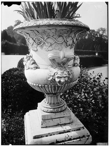 Bassin de Latone : vase