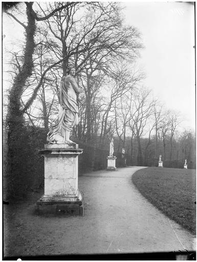 Parterre de Latone : Le Feu, statue