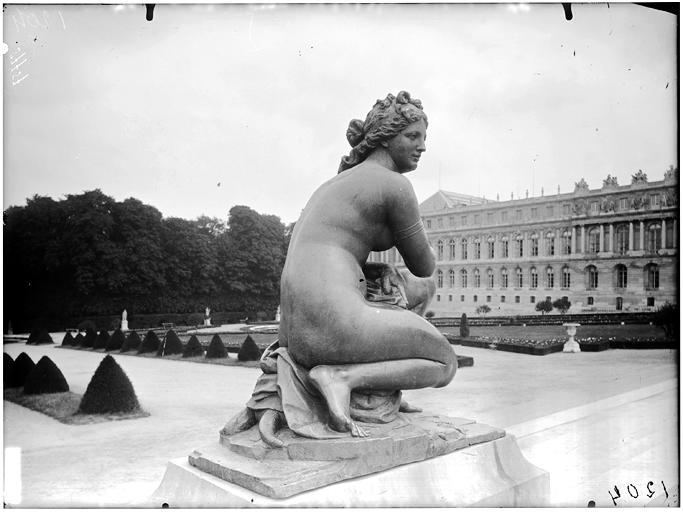 Parterre du nord : Vénus accroupie, statue