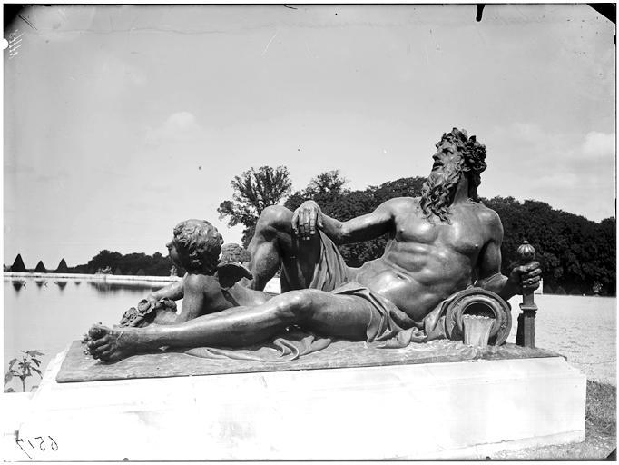 Parterre d'eau, bassin du Nord : groupe sculpté