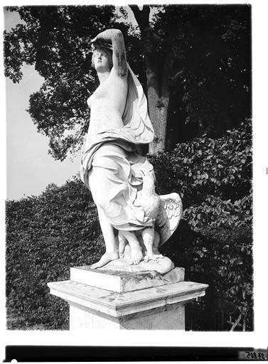 Parterre d'eau, fontaine de Diane : L'Air, statue
