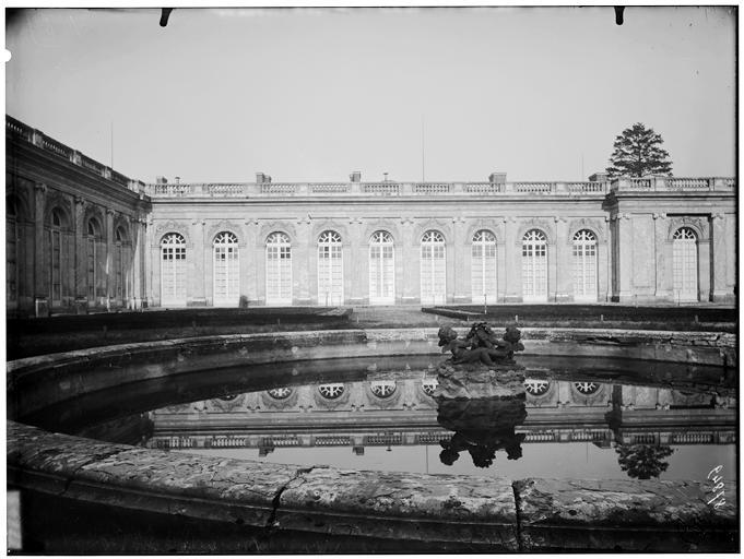 Jardin du roi : façade sur jardin
