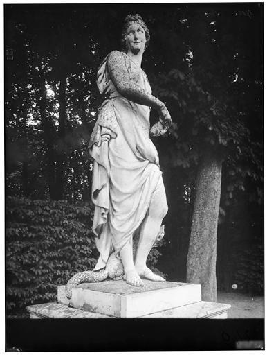 Tapis vert : La Ruse, statue
