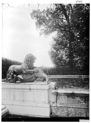 Parterre d'eau : fontaine de Diane