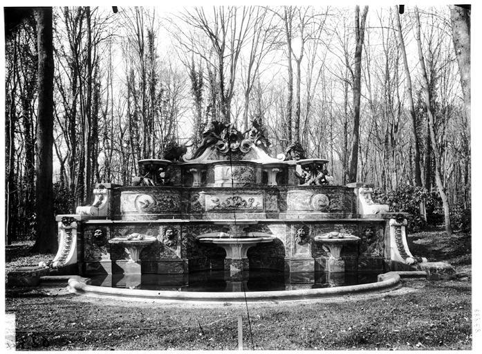 Buffet d'eau : Neptune et Amphitrite, groupe sculpté