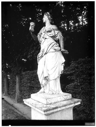 Tapis vert : statue