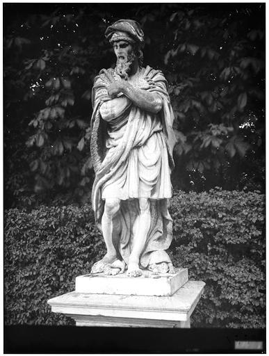Parterre du Nord : Le Flegmatique, statue