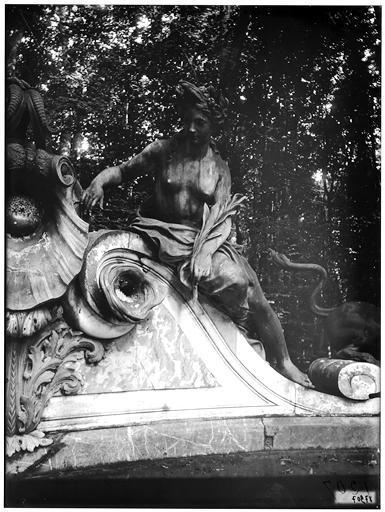Buffet d'eau : Amphitrite, groupe sculpté