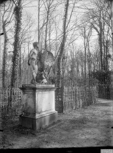 Bosquet du Labyrinthe, Buffet d'eau : Ganymède, groupe sculpté
