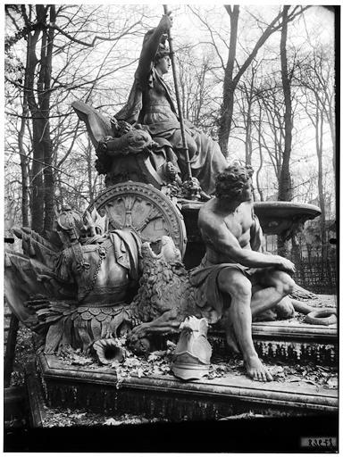 Bosquet de l'Arc de triomphe : La France victorieuse, groupe sculpté