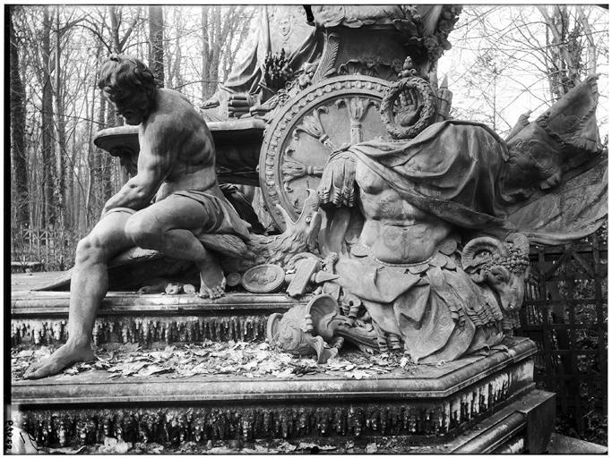 Bosquet de l'Arc de triomphe : La France triomphante, groupe sculpté