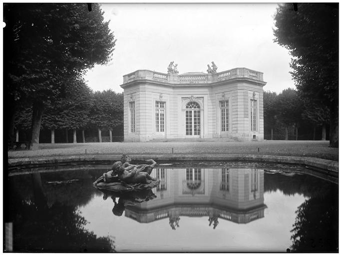 Pavillon français : façade, vue d'ensemble