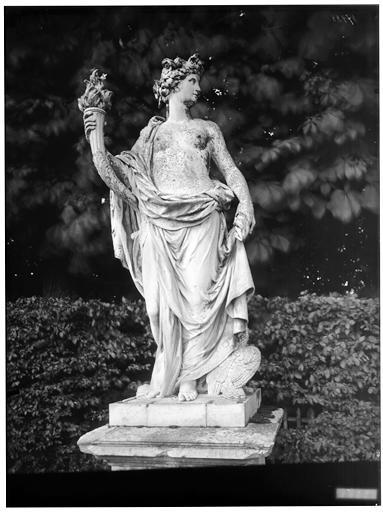 Parterre du Nord : La Nuit, statue