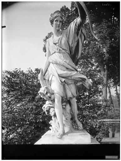 Parterre d'eau, fontaine de Diane : Diane, statue