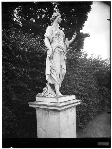 Parterre d'eau, fontaine du Point du Jour : statue