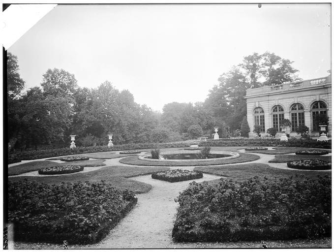 Vue du jardin et de la façade