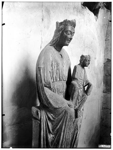 Statue de la Vierge à l'Enfant : détail de la partie supérieure