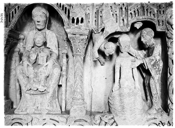 Retable en pierre, détail : Vierge