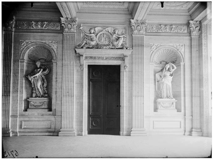 Intérieur, niche et porte