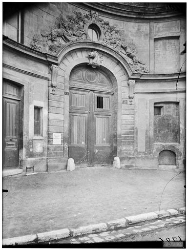 Ecuries, portail