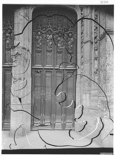 Transept et vantail du portail
