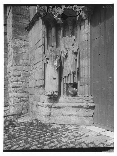 Portail de la façade ouest : piédroit