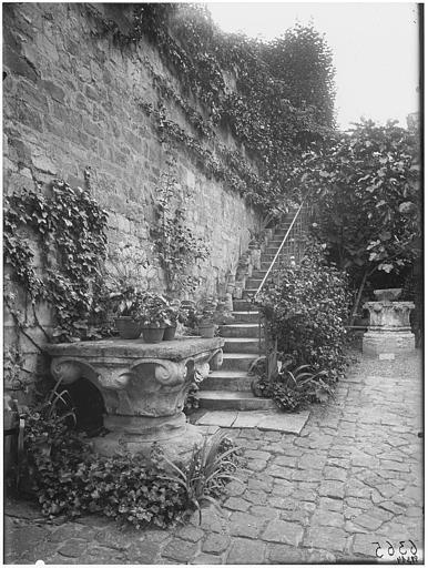 Vue du jardin et de l'escalier