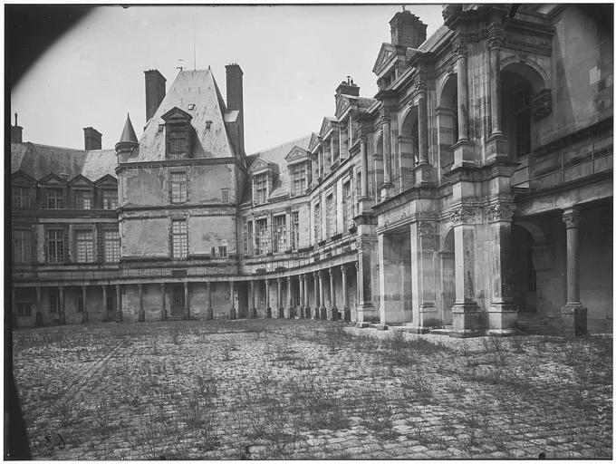Cour ovale, cour du donjon : vue de la façade