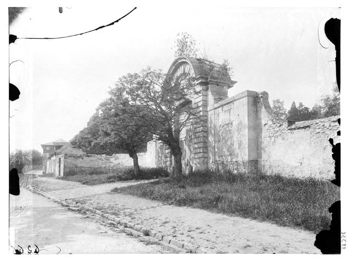 Porte Verte, porte des Jardiniers, porte de l'Orangerie de l'ancien château, bâtiment du corps de garde