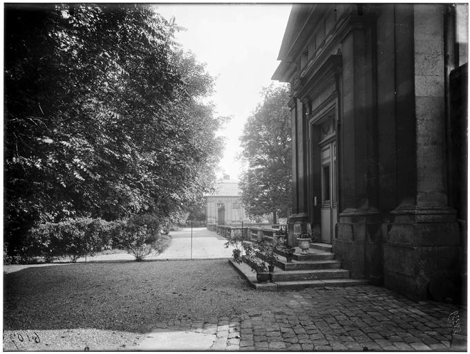 Pavillon et jardin