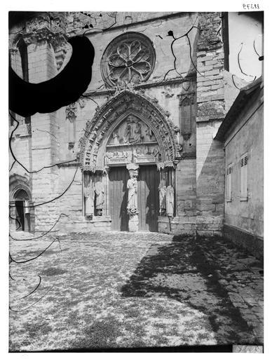 Façade ouest : rose et portail