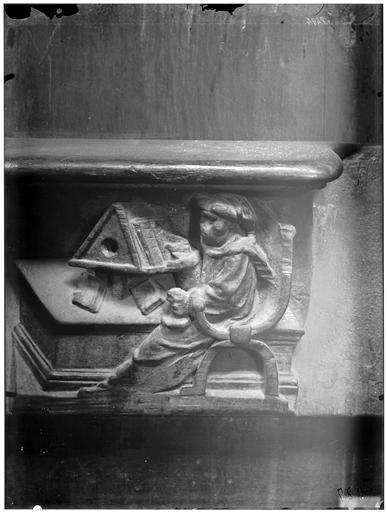 Miséricorde de stalle : un savant lisant au lutrin
