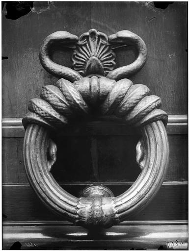 Heurtoir : serpent en anneau