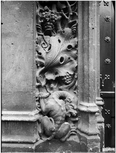 Portail, détail des sculptures