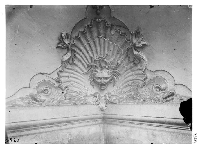 Bas-relief : triton